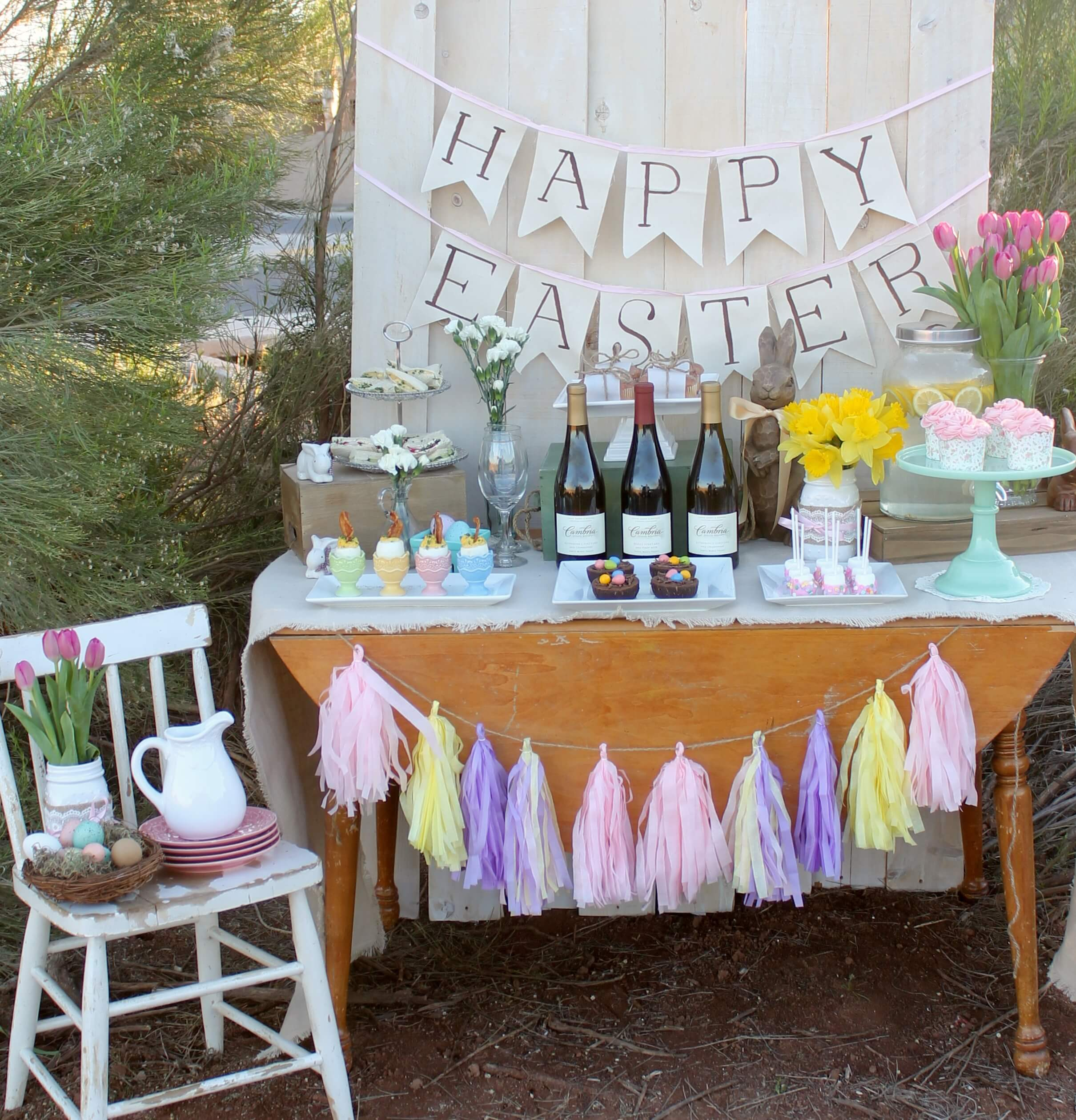 Easter sunday brunch table mythirtyspot for Outdoor brunch decorating ideas
