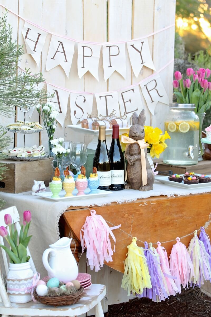 Easter sunday brunch table mythirtyspot Brunch table decorations
